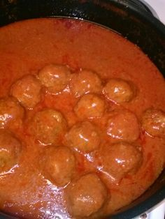 My moms meatballs..use 1 64oz bottle tomato juice bring to boil in a lg pot- add salt & pepper onions to ground beef mix & make into palm size meatballs roll in flower then drop into boiling tomato juice- cover & cook till done...can be served over mashed potatoes. Mmmmm enjoy. Xmas Dinner, Tomato Juice, Looks Yummy, Onions, Ground Beef, Mashed Potatoes, Eve, Palm, Dinners