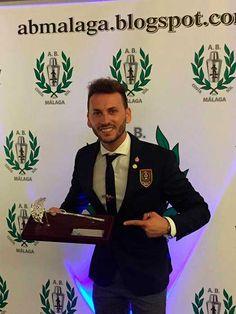 Es el segundo año consecutivo que consigue este galardón y volverá a representar a nuestra provincia en el concurso nacional de la FABE (Federación de Asociaciones de Barmans Españoles).   #barman #noticias #victor varela