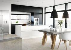 En enkel og eksklusiv stil med rå detaljer og overraskende twists. Se mere på www.jke-design.dk.