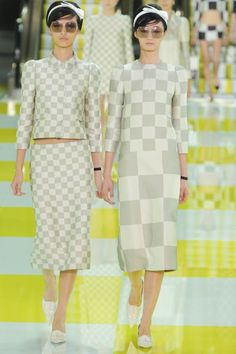 See all the Collection photos from Louis Vuitton Spring/Summer 2013 Ready-To-Wear now on British Vogue Louis Vuitton Sale, Pre Owned Louis Vuitton, Vintage Louis Vuitton, Spring Fashion, Fashion Show, Fashion Design, Paris Fashion, Surface Design, Corporate Women