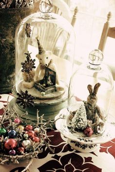 Everything about Christmas Table Decoration to create the perfect Vintage Christmas with La Boutique Vintage. Noel Christmas, Winter Christmas, Vintage Christmas, Xmas, Christmas Ornaments, Christmas Vignette, Christmas Ideas, Christmas Displays, Christmas Mantles