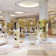 If shoes are your passion, the Level Shoe district is a must. Measuring square feel, it's the world's largest shoe store. Shoe Store Design, Retail Store Design, Retail Stores, Shoe Shop, Design Shop, Dark Interiors, Shop Interiors, Shopping Mall Interior, Retail Interior