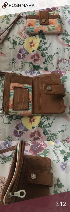 Floral wallet In great condition. Perfect size with a lot compartments Bags