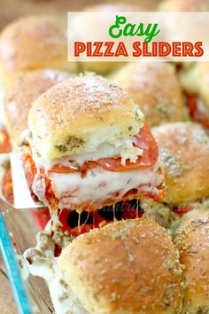 Pizza Pull Apart Sliders To double the recipe: Use three disposable pans, use one pound hot Italian sausage, overbuy on pizza sauce, and triple the recipe for the buttery topping. Parmesan Dressing, Pizza Slider, Slider Food, Easy Slider, Slider Sandwiches, Baked Sandwiches, Party Sandwiches, Hallowen Food, Slider Recipes