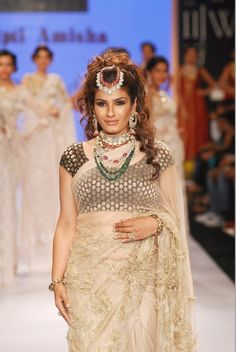IIJW 2014 - Raveena Tandon on The Ramp as a Showstopper.