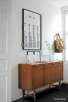 Home decor retro Nordic Interior, Home Interior Design, Interior Decorating, Living Room Modern, Home And Living, Mid Century Sideboard, Living Etc, Eclectic Furniture, Buffet