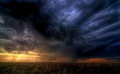 KNMI waarschuwt voor onweer met zware windstoten