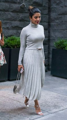 Priyanka Chopra – is seen wearing a grey Ralph Lauren dress with Gianvito Rossi shoes as she goes out for dinner in New York – June 2018 Bollywood Fashion, Bollywood Actress, Classy Outfits, Casual Outfits, Priyanka Chopra Hot, Curvy Bikini, Hot Bikini, Beautiful Actresses, Indian Actresses