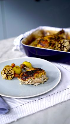 Recipe with video instructions: This traditional spatchcock features a zesty honey buttered chicken roasted over a layer of potatoes, onions, carrots, and garlic. Ingredients: 1 whole chicken, Oven Chicken Recipes, Roast Recipes, Crockpot Recipes, Cooking Recipes, Cooking Eggs, Tasty Videos, Food Videos, Spatchcock Chicken, Good Food