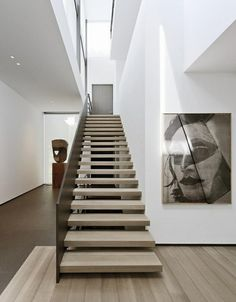 elegante innentreppe holz design treppengeländer dunkelbraun