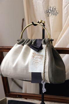 example: find antq highlights/key/bar/etc Diy Bags Purses, Fabric Purses, Fabric Bags, Patchwork Bags, Quilted Bag, Handmade Handbags, Handmade Bags, Frame Purse, Cute Bags