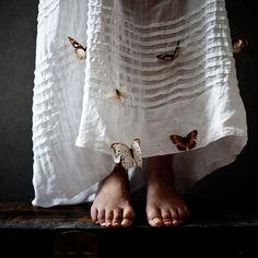 belaquadros:    L'air frissonne des choses qui s'enfuient  by Emannuelle Brisson  on flickr