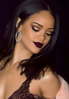Image shared by Rihanna Avenue. Find images and videos about rihanna on We Heart It - the app to get lost in what you love. Pretty Makeup, Love Makeup, Makeup Looks, Hair Makeup, Neutral Makeup, Eyeliner Makeup, Amazing Makeup, Prom Makeup, Makeup Tips
