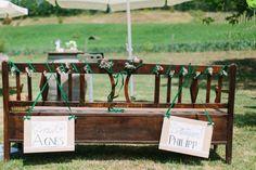 Eine schöne Bank für das Brautpaar während der Trauung...