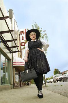 plus size blogger Margot Meanie in Cherry Velvet I love her dress!