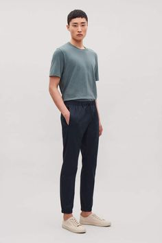 Cos Elastic-Waist Cotton Trousers - Navy S Korean Fashion Men, Mens Fashion, Korean Men, Fashion Fall, Style Fashion, Basic Outfits, Casual Outfits, Stylish Men, Men Casual