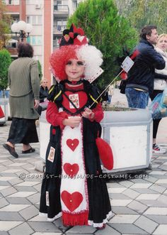 Queen of Hearts DIY Costume for a Girl Purim Costumes, Funny Costumes, Homemade Costumes, Halloween Costume Contest, Halloween Costumes For Kids, Vintage Halloween, Girl Halloween, Halloween Ideas, Costume Ideas