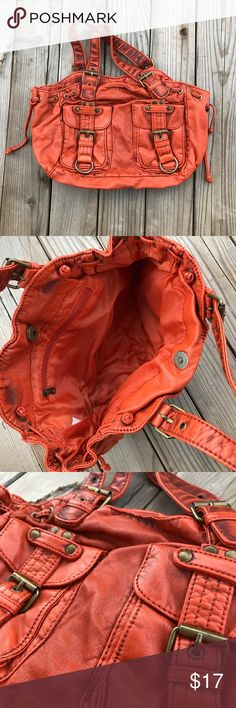 Orange purse 🐝 Cute orange purse. Relatively small. Buckle detailing Bags Shoulder Bags
