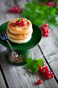 Wonderfully lovely, very filling Cottage Cheese Pancakes. #food #cooking #meals #baking #desserts #breakfast #cottagecheese #dairy #currants #pancakes #green #red
