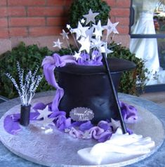 LOVE this cake, but even more simple. Just the hat and the stars. Magic Birthday, 8th Birthday, Magician Party, Hat Cake, Sculpted Cakes, Wedding Entertainment, Specialty Cakes, Cake Art, The Magicians