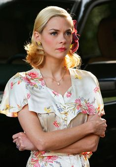 Hart of Dixie's Fashion: Lemon Breeland (Jaime King) wears a vintage dress and necklace and Forever 21 earrings.
