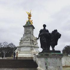 Londres e seu charme! #saudade#fotografia#fotojornalismo#fotografos_brasileiros#london#amor#palaciodebuckingham#londres by pinheiroace