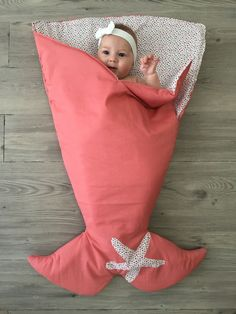Ideas for an original birth gift + shopping addresses - # # . Baby Sewing Projects, Sewing For Kids, Diy For Kids, Gifts For Kids, Diy Bebe, Birth Gift, Baby Mermaid, Baby Pillows, Baby Crafts