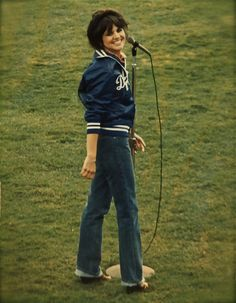 flipflopflyball:  Linda Ronstadt, Dodger Stadium, 1979. Photo by Jean Krettler. http://www.flickr.com/photos/empsfmtakingaim/4276237743/in/photostream/
