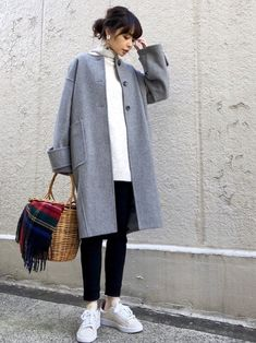 Fall for chic fall fashion coats in 2018 pinte Chic Fall Fashion, Fall Chic, Korean Fashion Winter, Korean Fashion Men, Korean Street Fashion, Over 50 Womens Fashion, Fall Fashion Outfits, Sweater Fashion, Japanese Fashion