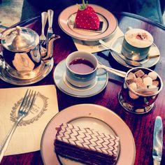 desserts at Laduree in Paris ::: allyson in wonderland