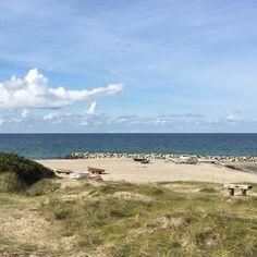 Batteriopladning..   Jeg nåede lige forbi stranden til et lille hvil mellem mine ærinder idag... Jeg har været på charmeoffensiv i lokalområdet da der stadig er ledige stole til mit arrangement Aromaterapi & Yoga  Hvis du -og måske din veninde kunne tænke sig én af stolene så klik på linket i profilen  -så kan du også læse meget mere om den dejlige dag der kommer til at forkæle dine sanser!  #webshop #stranden #batteriopladning #forkælelse #wellnessdag #velvære #aromaterapi #æteriskeolier…