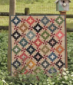 Amazon.fr - The Blue and the Gray: Quilt Patterns for Civil War Fabrics - Mary Etherington, Connie Tesene - Livres