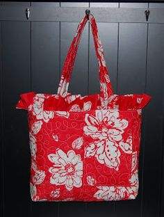 "Probably make with pre-quilted fabric and w/o the ruffle...CoCoJ Designs What I Made Today...: ""Anna's"" Diaper Bag Tutorial"