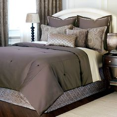 Gojee - Galbraith Comforter Super King Size by Frontgate