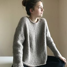 """Ravelry: oomieknits' RUG -- I like this """"plain"""" one even more than the patte. - Knitting Patterns - Ravelry: oomieknits' RUG — I like this """"plain"""" one even more than the patte… Ravelry: oomieknits' RUG — I like this """"plain"""" one even more than the patte… Sweater Knitting Patterns, Crochet Cardigan, Knitting Stitches, Knit Patterns, Free Knitting, Knit Crochet, Knitting Sweaters, How To Purl Knit, Knitting Projects"""