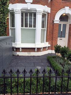 Low maintenance path slate paving metal gate rails planting London Fulham Chelsea Wandsworth Victorian Front Garden, Victorian Terrace, Small Front Gardens, Small Front Garden Ideas Uk, Front Garden Path, Small Garden Bench, Slate Paving, Victorian Homes Exterior, Victoria House