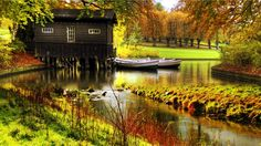 Old House on the River Wallpapers