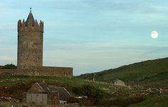 Doonagore Castle, village of Doolin, #Ireland