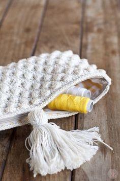 Neceser de Ganchillo hecho con punto Avellana ༺✿ƬⱤღ http://www.pinterest.com/teretegui/✿༻