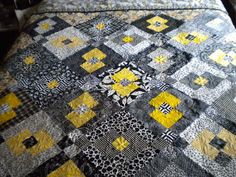 Fiberobsessive: Quilt of the Week - Sharon's Black and White with Yellow  Gorgeously quilted. click to see the back of this!