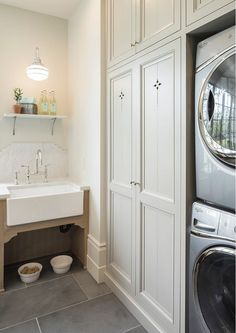 Laundry room. Laundry room with farmhouse sink, gray cabinets and slate floor tiles. Laundry room. Laundry room #Laundryroom Jackson and LeRoy