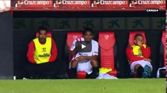 Ciekawe czy ktoś to wypił • Fernando Navarro sika do kubka podczas meczu piłkarskiego • Śmieszna sytuacja na ławce rezerwowej >> #funny #football #soccer #sports #pilkanozna #futbol