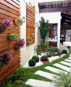 Transforme o caminho para a sua área de lazer. Se estiver com disposição aproveite para fazer uma hortinha. Vida que segue!!!