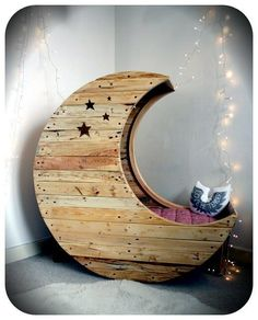 Someone posted this bed on facebook, and I'm deeply in love. <3