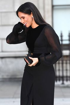Meghan Markle in black outfit. Every Photo from Meghan Markle's First Royal Outing on Her Own. Diana, Suits Usa, Sussex, Modern Princess, Princess Style, Kate And Meghan, Prince Harry And Megan, Meghan Markle Style, Royal Clothing
