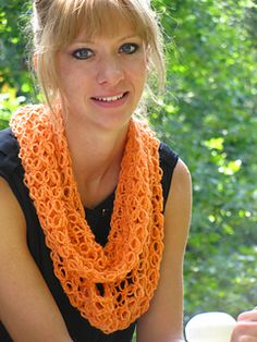 Dodi Infinity Scarf - Free crochet pattern by Sarah Lilienthal. In Dk yarn with 5mm hook. Made in Solomon's Knot stitch pattern.