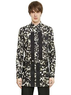 GIVENCHY BANDS ON PRINTED COTTON POPLIN SHIRT £535.00 on luisaviaroma PRE-ORDER > IN ARRIVAL BY APRIL 2015 Button down collar Concealed front button closure Button cuffs Black cotton piqué bands Cuban fit = Slim fit Sample size: 40 100%CO