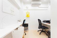 お家の中心に位置するお部屋は、家族みんなのスタディルーム。汚れても平気な床材を使用しています。#S様邸多摩川 #勉強部屋 #ファミリー #シンプルな暮らし #ファミリー #EcoDeco #エコデコ #インテリア #リノベーション #renovation #東京 #福岡 #福岡リノベーション #福岡設計事務所 Office Desk, House Styles, Furnitures, Home Decor, Desk Office, Decoration Home, Desk, Room Decor, Home Interior Design