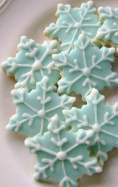 Blue snowflake cookies just in time for the winter holidays!    Each bag of cookies comes with 3 dozen mini snowflakes, approximately 1 1/2 round.