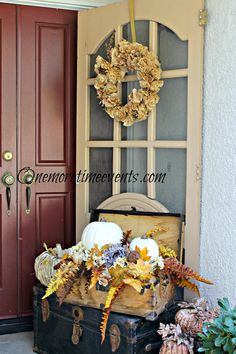 One More Time Events...: Outdoor Fall Decorations with Pallets  #bestofDIY